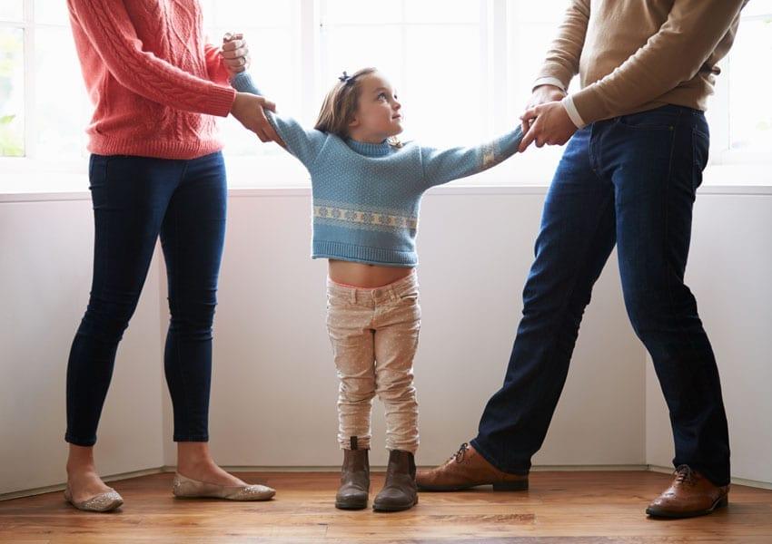 Απόφαση ασφαλιστικών μέτρων σε μητέρες που απαγορεύουν την επικοινωνία του πατέρα με τα παιδιά του