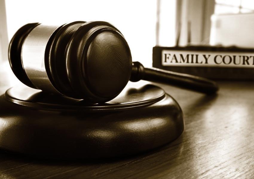 Αθώωση 42χρόνης μητερας δυο ανηλίκων τέκνων που δεν συμμορφώθηκε με το διατακτικο απόφασης ασφαλιστικών μέτρων επικοινωνίας