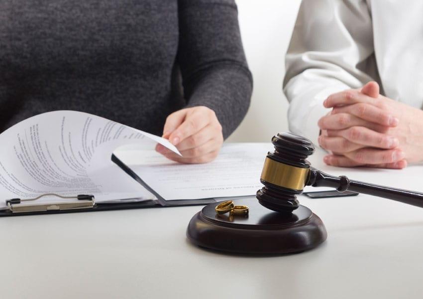 Δικαίωση άνεργης μητέρας, ο εν διατάσει σύζυγός της υποχρεώθηκε να της καταβάλει το ποσό των 350 ευρώ το μήνα
